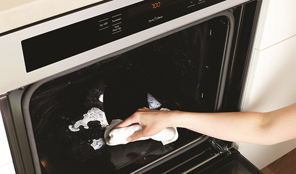 No-fuss PyroClean Oven