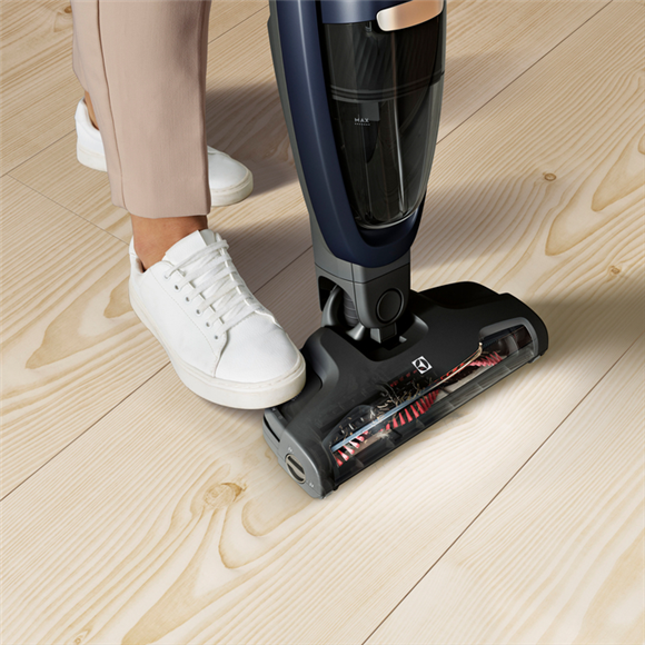 THE VACUUM THAT CLEANS ITSELF