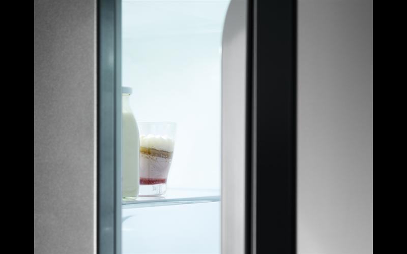 AEG 314L integrated refrigerator SKE81821DC